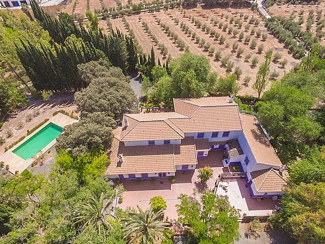 Main Photo of a 7 bedroom  Country House for sale